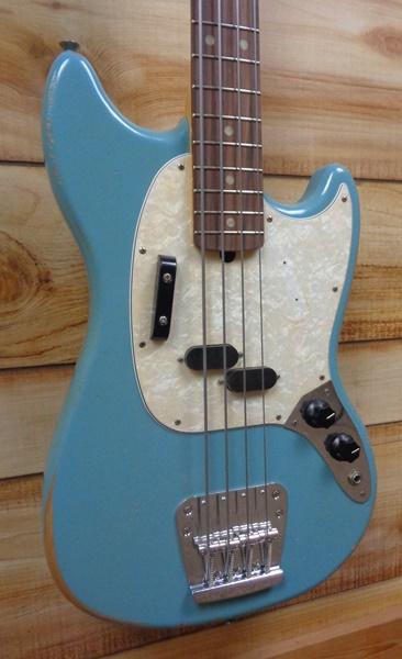 Fender® JMJ Road Worn Mustang Bass® Rosewood Fingerboard Daphne Blue w/Gigbag